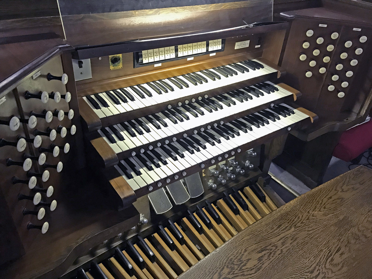 Tellers organ console - Bridge Street AWME Church - Brooklyn, NY (credit: Sebastian M. Glück)