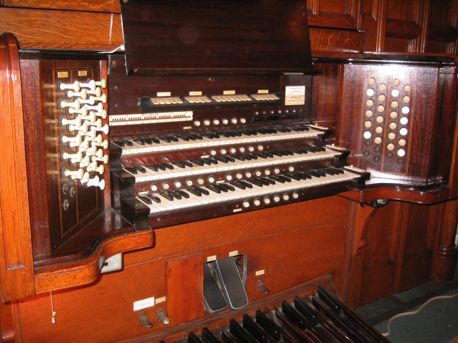 M.P. Möller Organ Console, Op. 5378 (1928) at Old First Reformed Church - Brooklyn, N.Y. (photo: Steven E. Lawson)