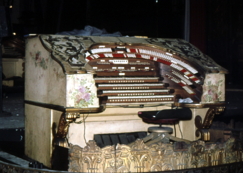 Main Console of Wurlitzer Organ, Op. 1904 (1928) in the Fox Theatre - Brooklyn, N.Y. (photo: AJWB Collection)
