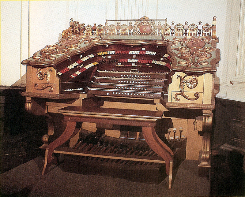 Console of Robert Morton Organ (1929) at the Loew's Kings Theatre - Brooklyn, N.Y. (photo: David L. Junchen)
