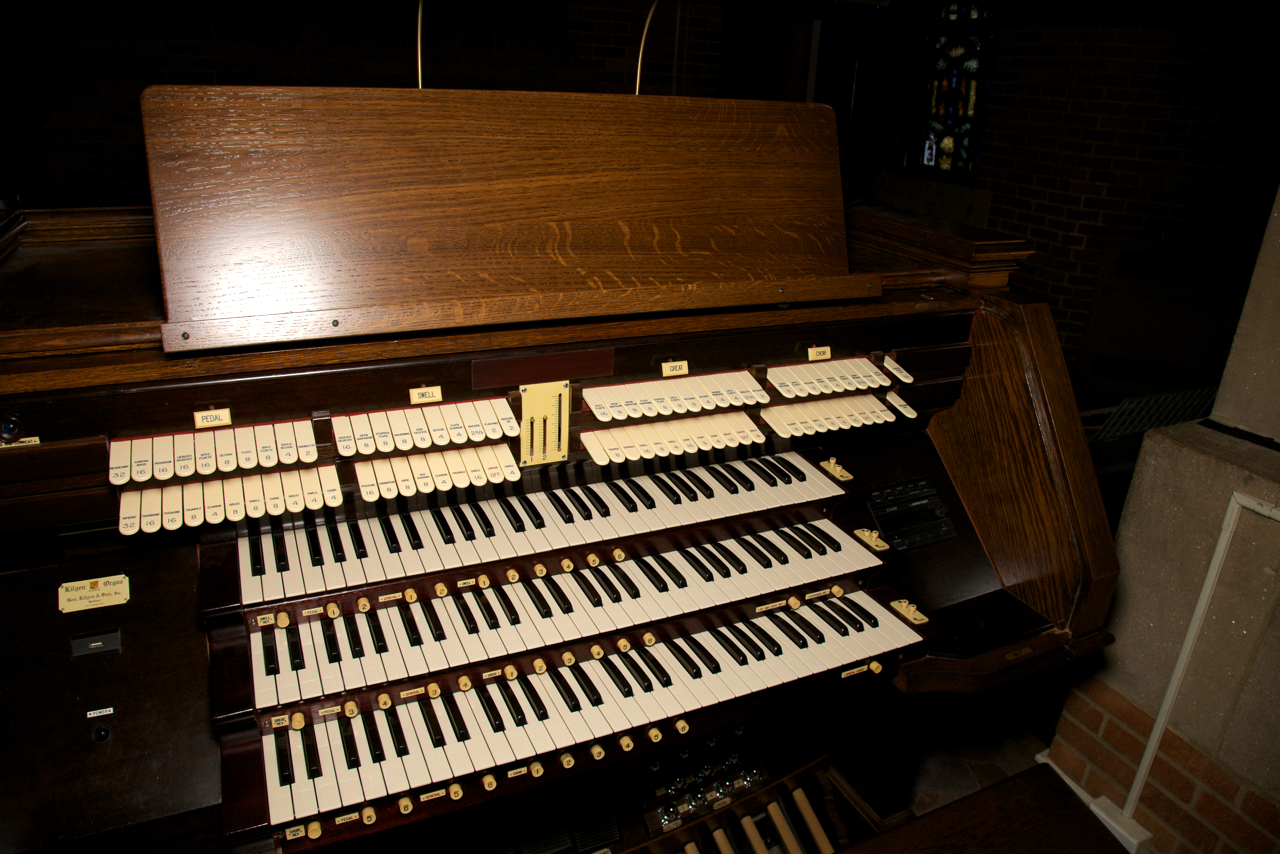 Console of Kilgen & Son Organ, Op. 5163 (1933) in the Church of Our Lady of Refuge - Brooklyn, N.Y. (photo: Joe Vitacco)