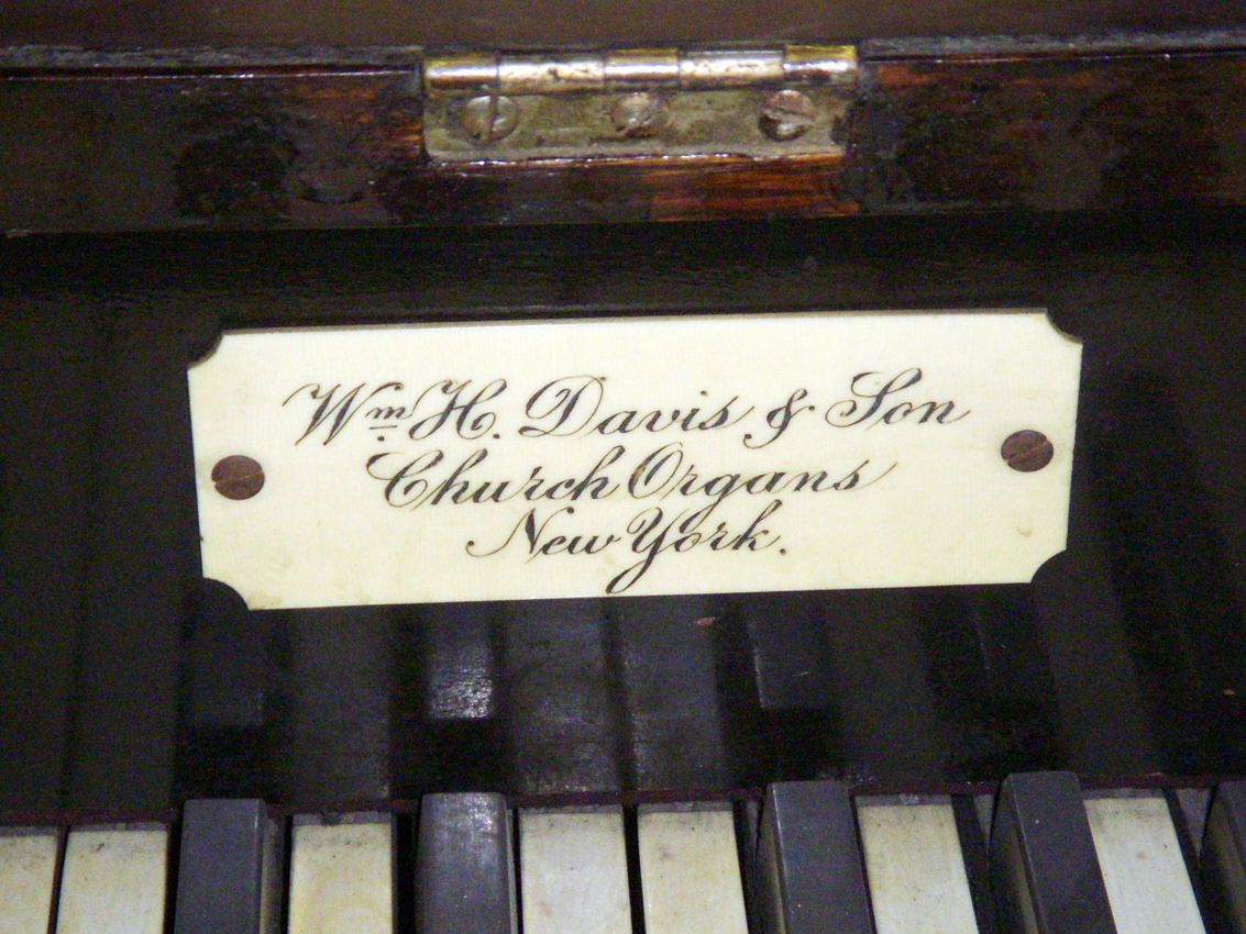 Wm. H. Davis & Son organ (c.1885 or 1907) in the Evangelical Church of God - Bronx, N.Y. (photo: Dave Schmauch)