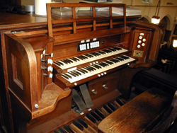 Console of Aeolian-Skinner Organ, Op. 519-A (1947) at St. Paul of Tremont Lutheran Church - Bronx, N.Y. (photo: Dave Schmauch)