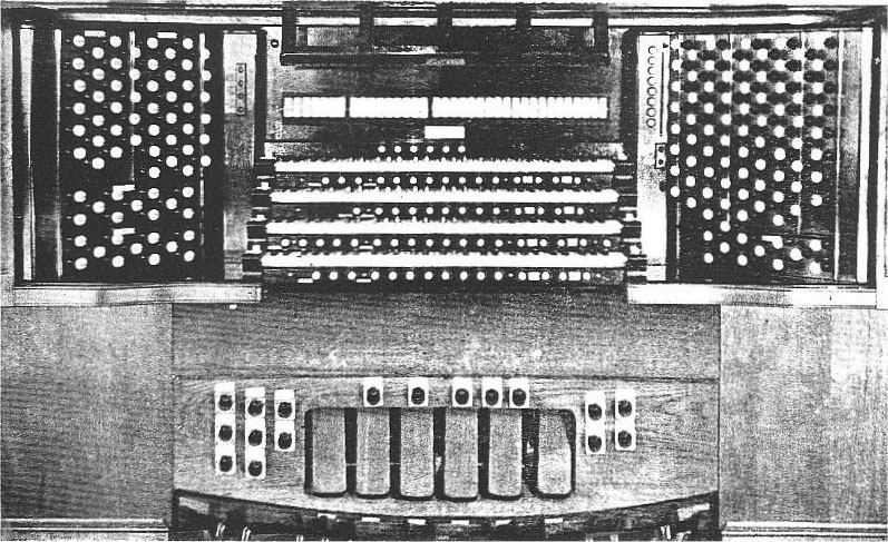 Console of M.P. Möller Organ, Op. 3585 (1924) at Temple Beth-El - New York City (The American Organist, April 1925)