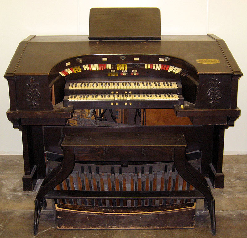 Console of Robert Morton Organ (1928) from the Bluebird Theatre - New York City (American Organ Institute, Norman, OK)