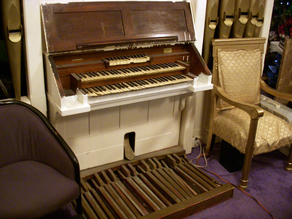 Estey Organ, Op. 42 (1903) in Chambers Memorial Baptist Church - New York City (photo: Dave Schmauch)