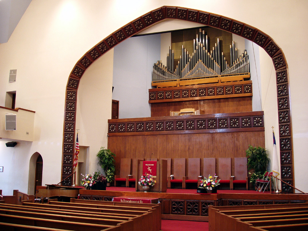 Wicks organ, Op. 5383 (1973) in Ephesus Seventh-day Adventist Church - New York City (photo: Steven E. Lawson)