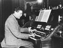 Archer Gibson (c.1920) at the Aeolian Organ, Op. 1419 (1918) in his New York City apartment (courtesy Jim Lewis)