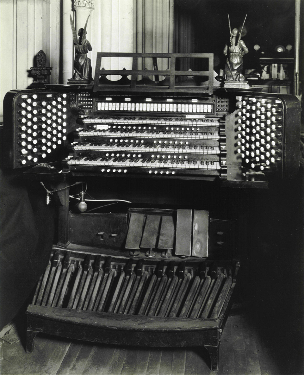 Chancel Console of Ernest M. Skinner Organ, Op. 201 (1912) in Grace Church - New York City (Grace Church Archives)