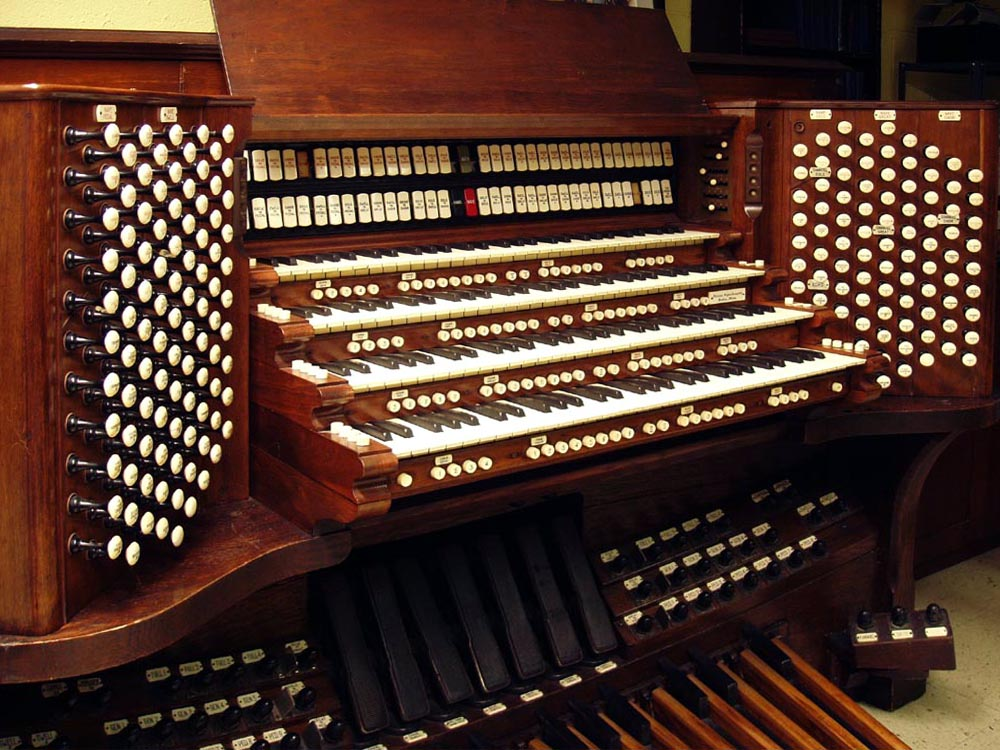 Console of Skinner Organ, Op. 707 (1928) in Grace Episcopal Church, New York City (Steven E. Lawson)
