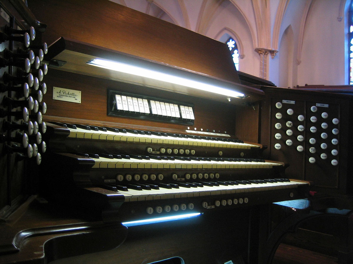M.P. Möller Organ Console, Op. 7750 (c.1949) at Metropolitan Community United Methodist Church - New York City (Photo: Steven Lawson)