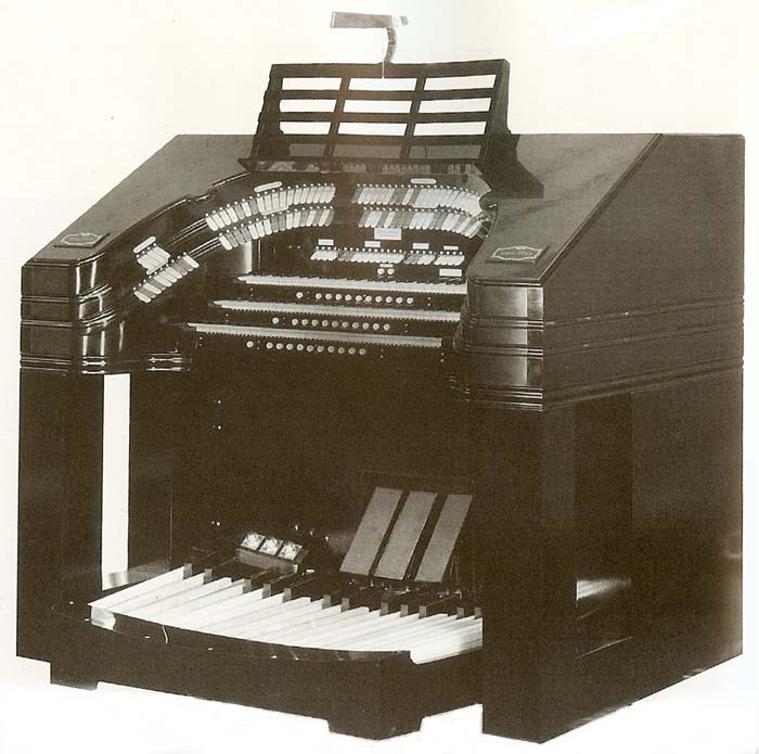 Wurlitzer Organ, Op. 2180 (1934) formerly in Radio City Broadcast Studio - New York City (photo: David Junchen)
