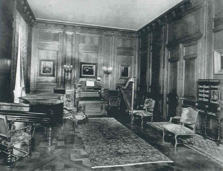 Estey Organ, Op. 1377 (1916) in the Drawing Room of Mrs. Lucy Drexel Dahlgren's Residence - New York City (Estey Organ Company)