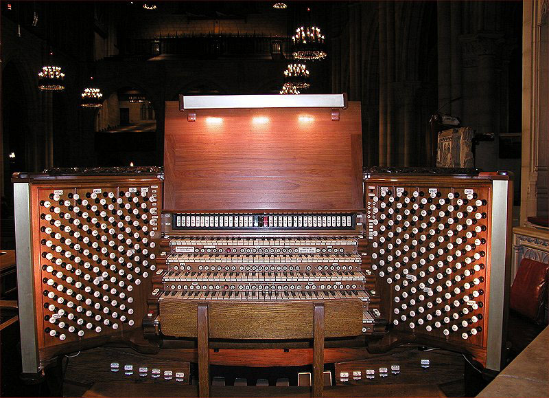 Chancel Console (1994) of the Aeolian-Skinner Organ, Op. 1118 at the Riverside Church - New York City (photo: Steven E. Lawson)