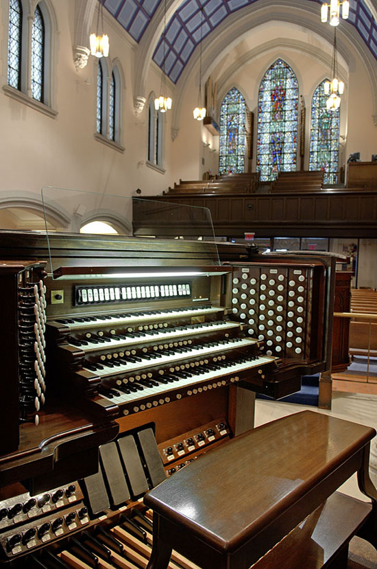 Console of Southfield organ, Op. 62 (2003) & Op. 66 (2005) in Rutgers Presbyterian Church - New York City (Photo: John Rust)