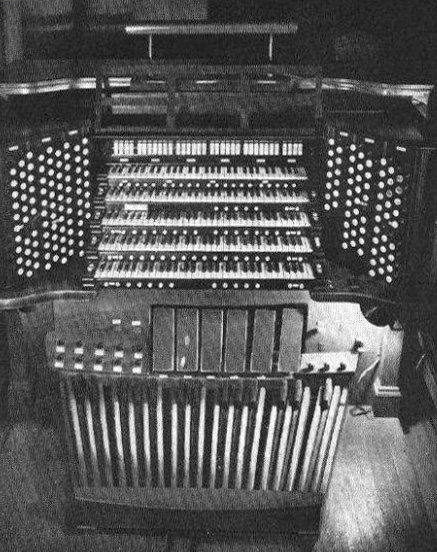 Enlarged Console (Op. 651, 1927) of Ernest Skinner Company Organ, Op. 275 (1917) in St. Bartholomew's Church - New York City