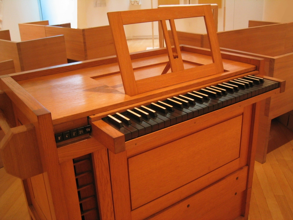Orgelbau Klais (2001): Continuo in the Chapel of the Good Shepherd - St. Peter's Lutheran Church - New York City (Photo: Steven E. Lawson)