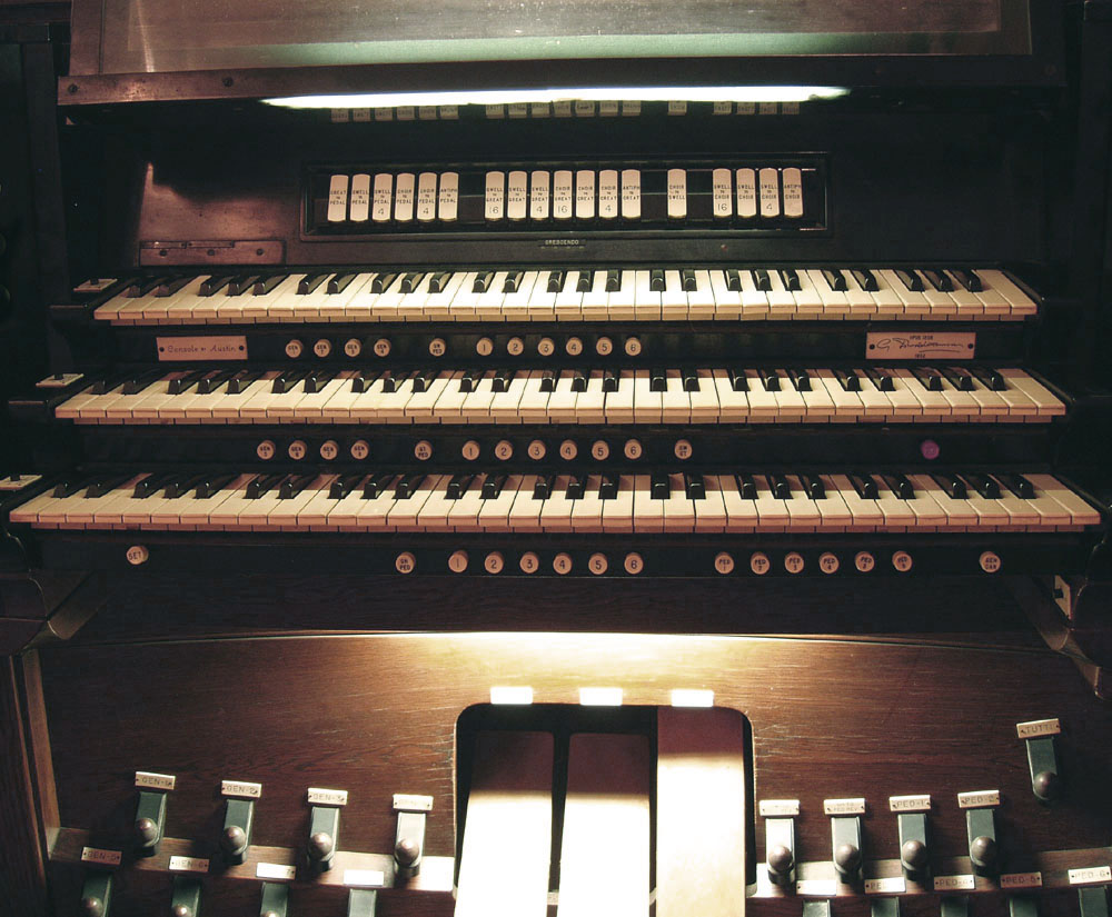 Austin Console (1967) of Aeolian-Skinner Organ, Op. 1208 (1952) in St. Philip's Episcopal Church - New York City (photo: Steven E. Lawson)