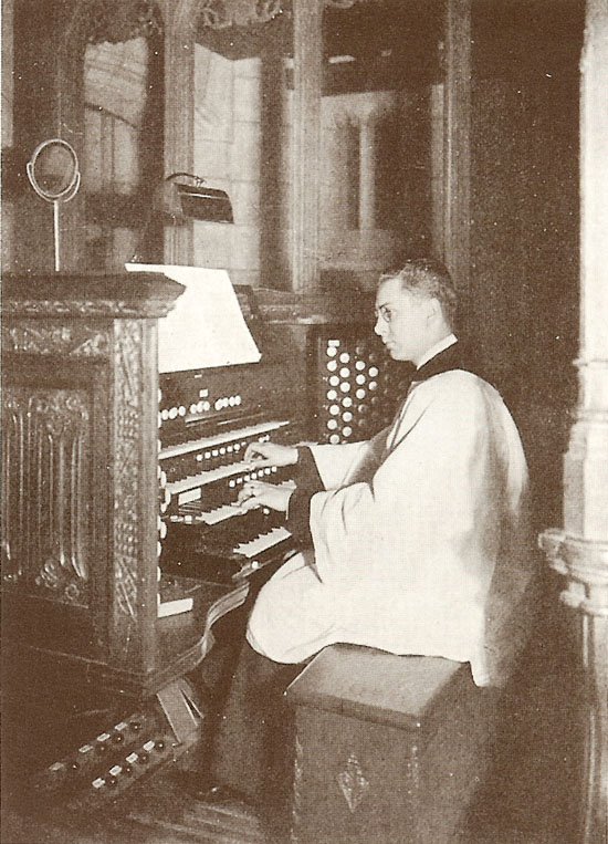 Maurice Garabrant at the console of Ernest M. Skinner Organ, Op. 205 (1913) at St. Thomas Church Fifth Avenue - New York City (photo: Organ Historical Society)