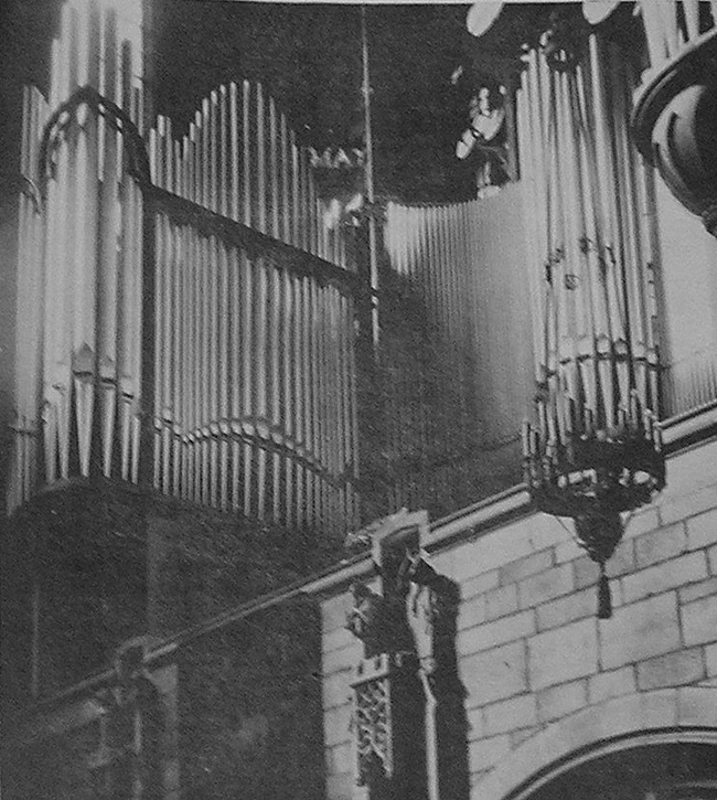 Gallery facade of Fratelli Balbiani Organ (1925) formerly in St. Vincent Ferrer Catholic Church - New York City (photo: The American Organist, May 1926)