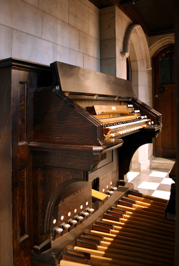 Console of George Bozeman organ, Op. 28 (1984) in All Saints' Chapel of Trinity Church Wall Street - New York City (photo: Steven E. Lawson)