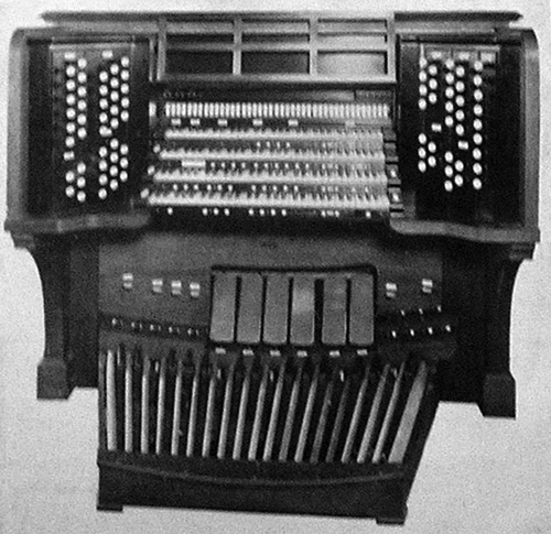 Console of Skinner organ, Op. 408 (1923).