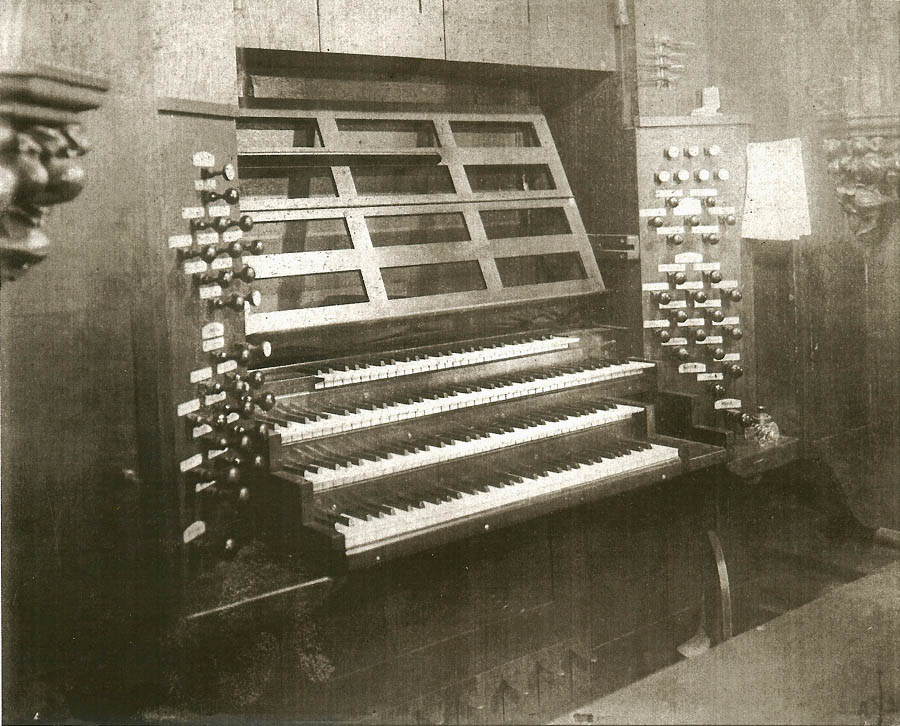 Organ console revised by Hilborne Roosevelt (1885) at Trinity Church Wall Street - New York City