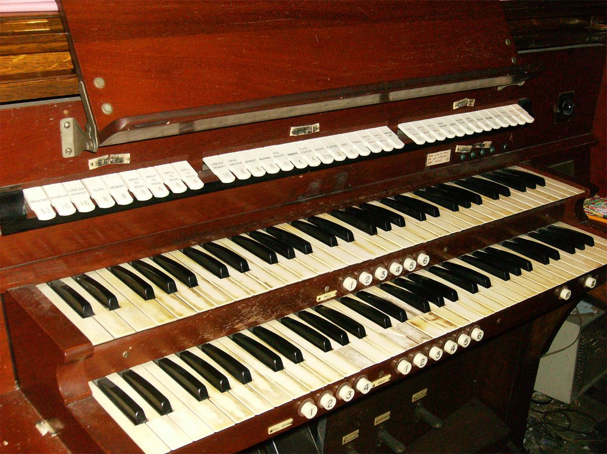 M.P. Möller organ, Op. 6685 (1938) in Covenant Lutheran Church (Ridgewood, Queens, New York City)