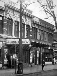 Janice Theatre - Flushing (Queens), N.Y. (photo: Cinema Treasures)